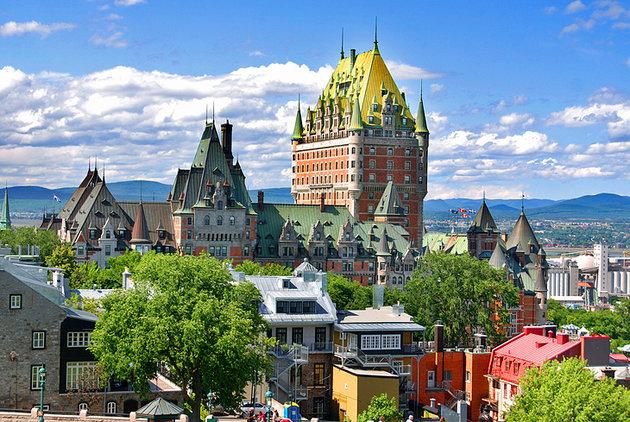 کبک قدیم   Vieux-Quebec شهری کوهستانی دارای ساختمانهای تاریخی  گردشگری کانادا تور کانادا مهاجرت به کانادا اخبار کانادا ایرانیان کانادا سفر به کانادا گردشگری کانادا – تور کانادا – مهاجرت به کانادا Vieux Quebec